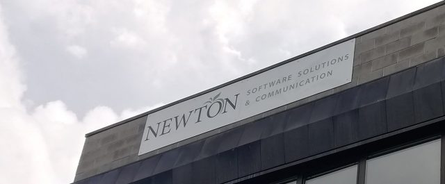 Insegna Newton Affissa